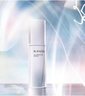 輝きあふれる艶やかな肌へ導く美白美容液誕生